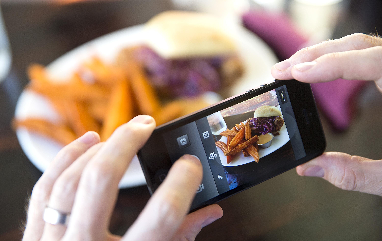 Instragram è l'applicazione più famosa per la pubblicazione delle fotografie scattate con lo smartphone.