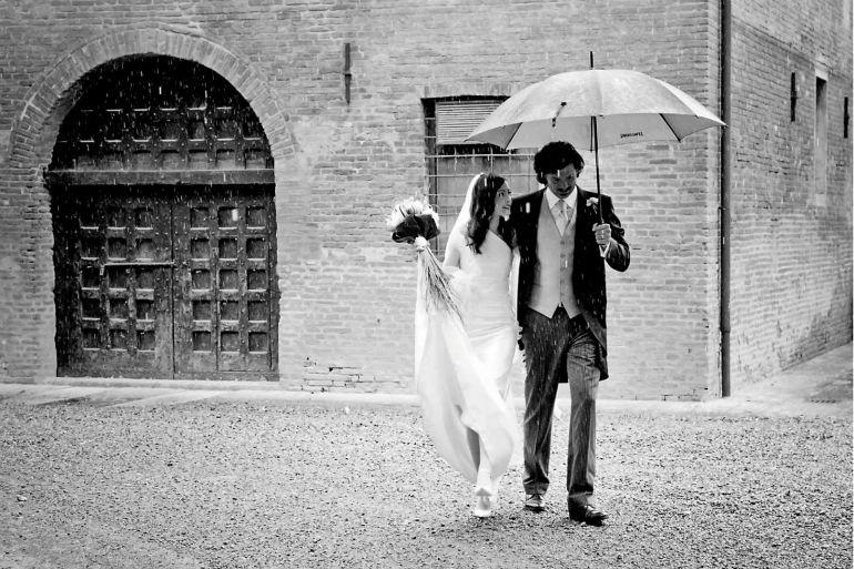 come vestirsi per matrimonio con pioggia