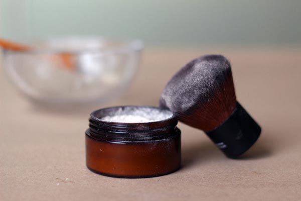 Come applicare la cipria minerale