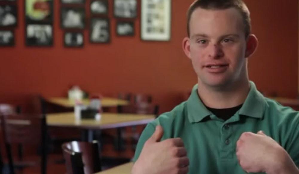 Il ragazzo con la sindrome di Down che ha creato il ristorante più felice del mondo