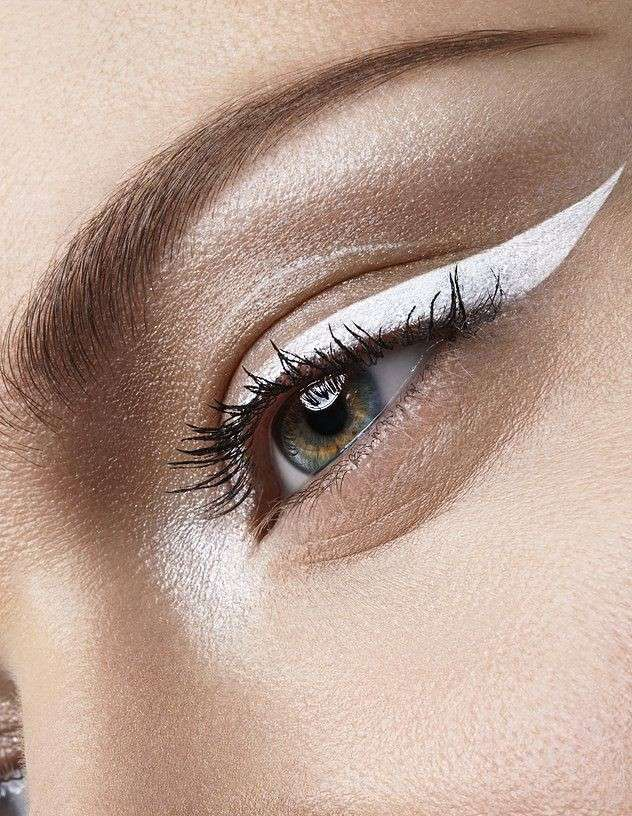 Cinque make up con eyeliner bianco