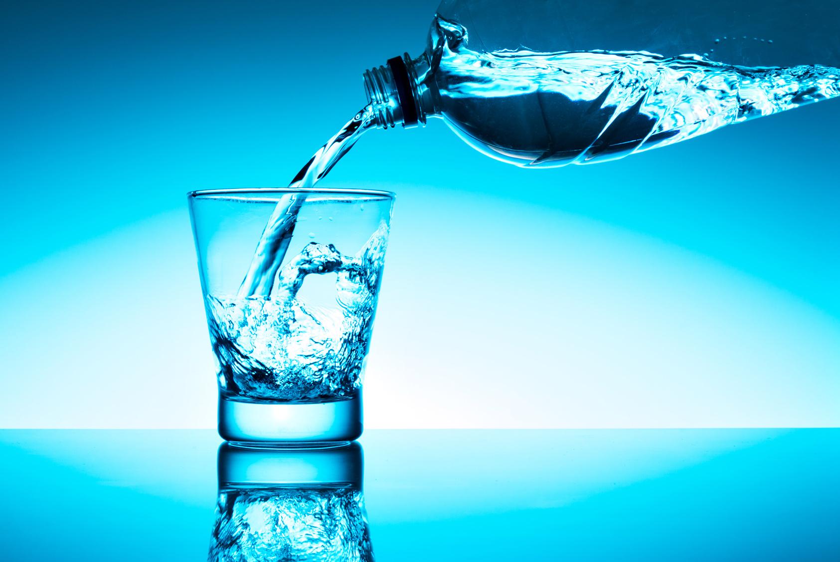 Quanti litri di acqua bere giornalmente