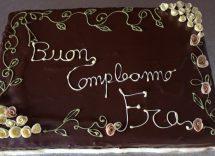 Come scrivere su una torta