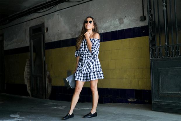 Look della settimana: il vestito in tessuto vichy di Paula Ordovas