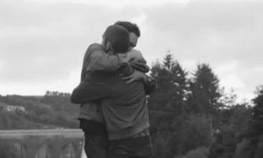 Omosessualità, ragazzo fa outing ed in un video mostra la reazione della famiglia