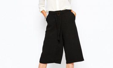 Pantaloni larghi corti: come indossarli