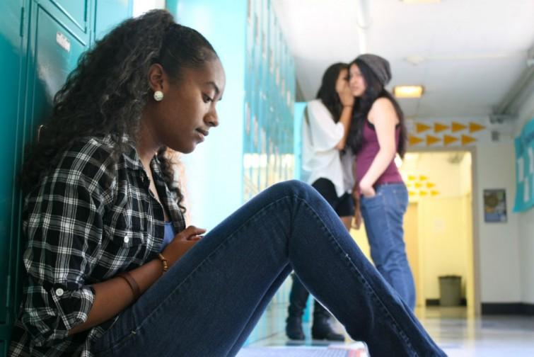 Ansia sociale: sintomi fisici e cause