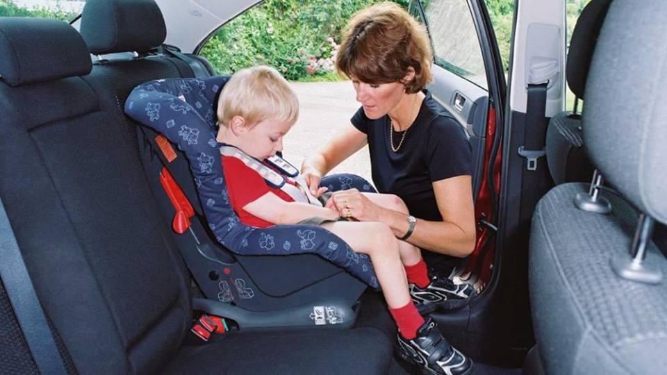 """Bambini """"dimenticati"""" in auto: tablet e smartphone avvisano con una notifica"""
