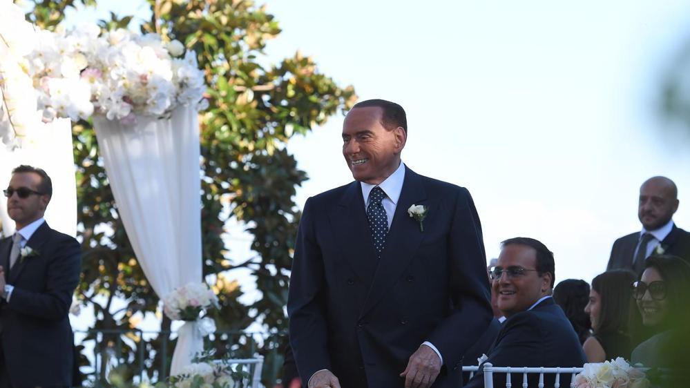 Silvio Berlusconi presenzia al matrimonio della sorella di Francesca Pascale
