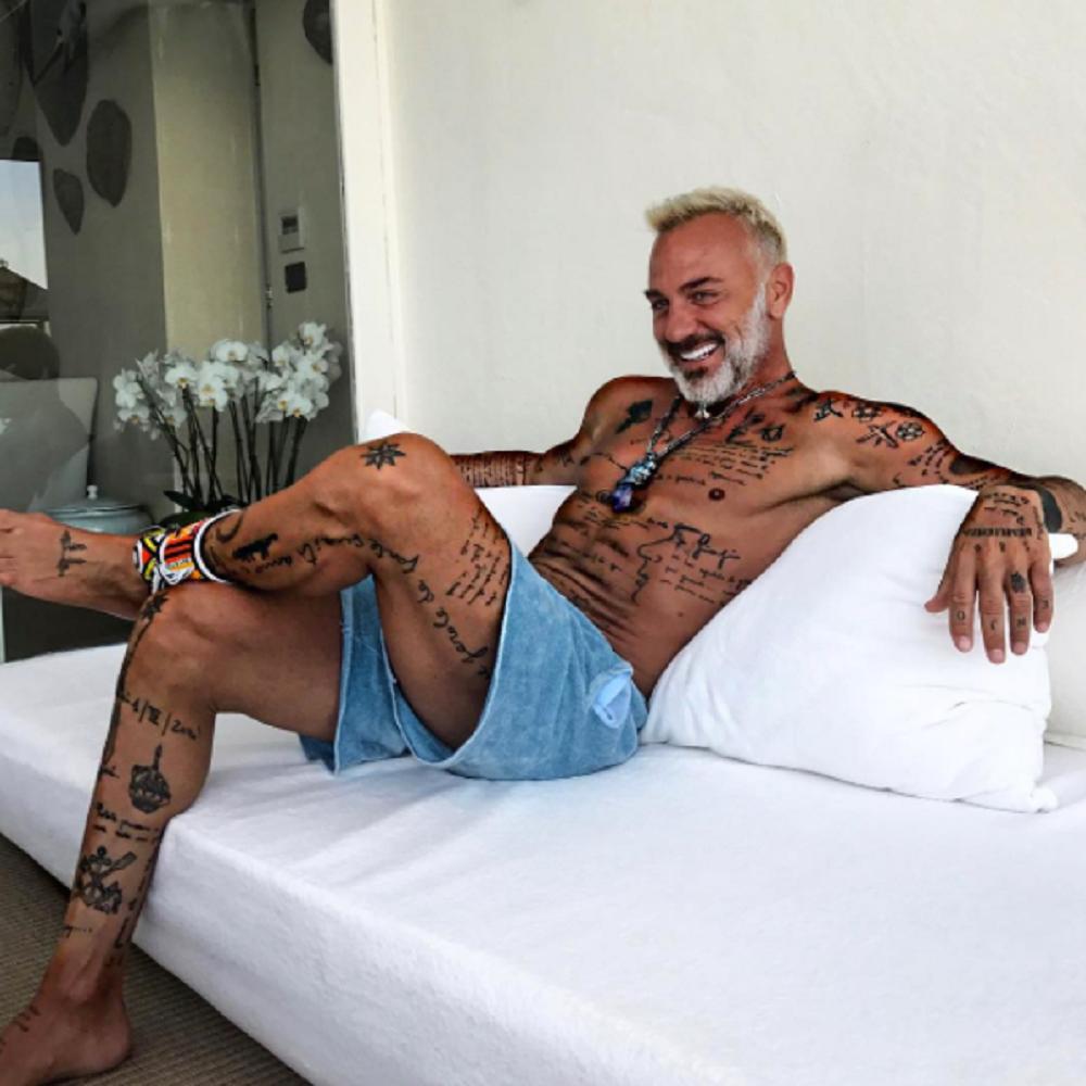 Gianluca Vacchi: su Instagram l'allenamento per addominali top