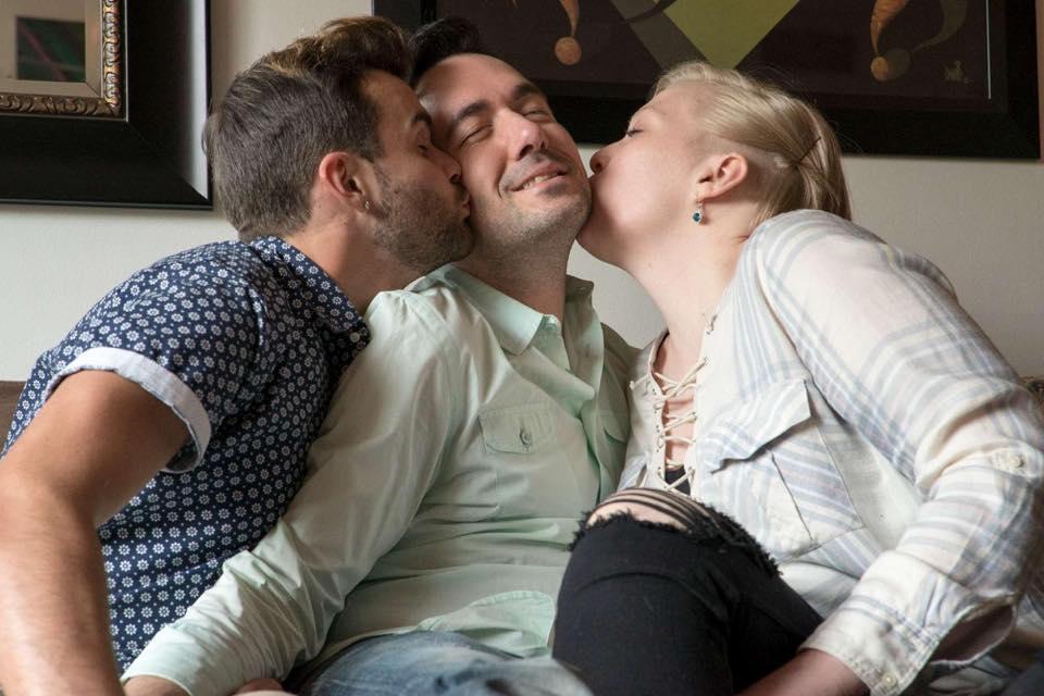 donna si fidanza con coppia gay