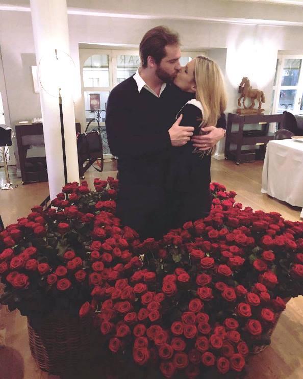 Tomaso Trussardi e Michelle tra le cento rose rosse che lui le ha regalato