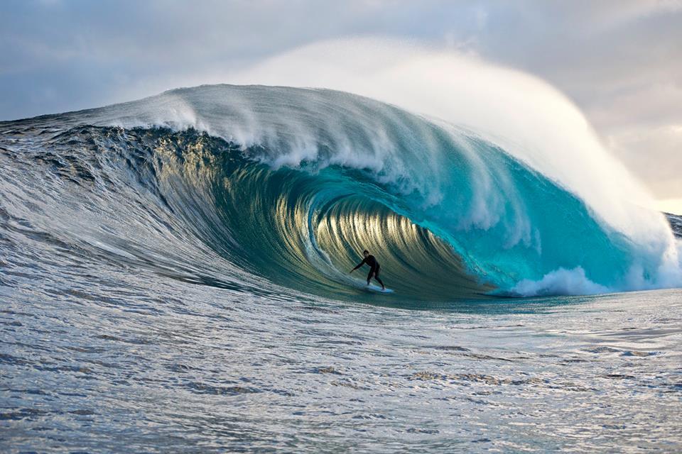 Persona che fa surf
