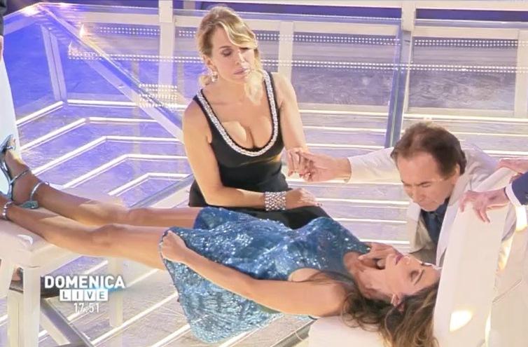 Giucas Casella addormenta Cecilia Capriotti