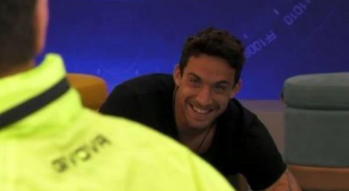 GF: Matteo e Angelo tra scherzi e carezze