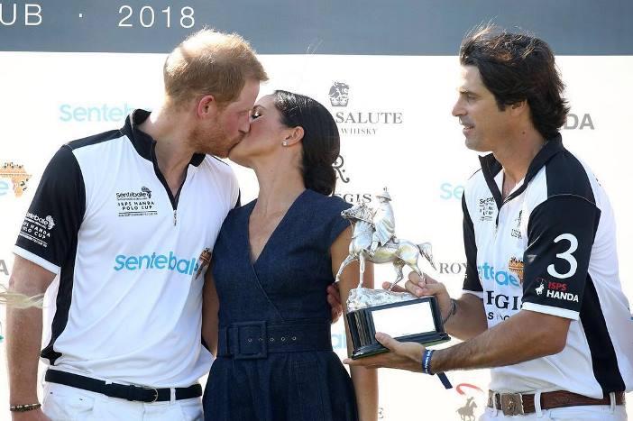 Meghan e Harry bacio