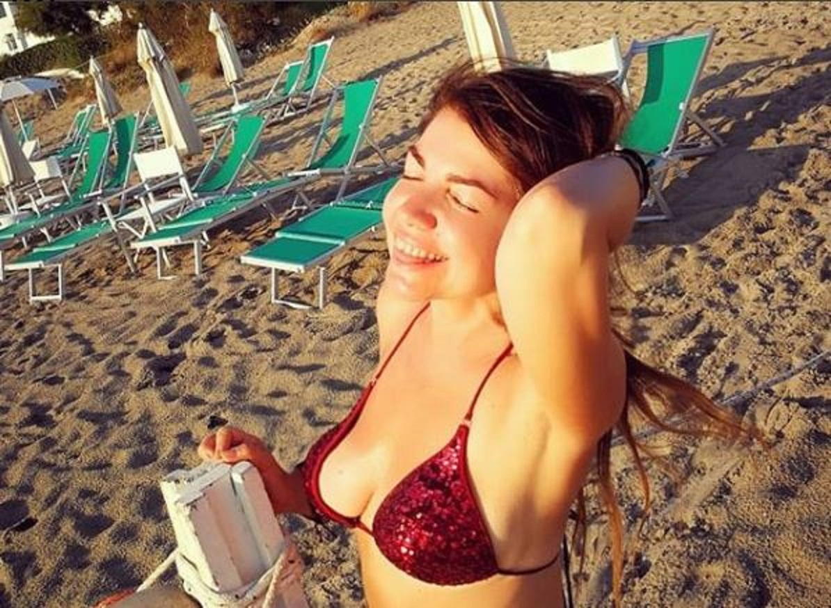 Cristina D'Avena in bikini e i fans vanno in totale delirio