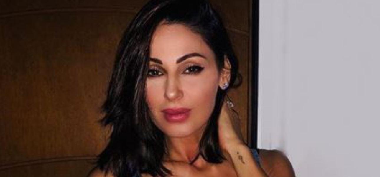 Anna Tatangelo, foto sexy in palestra: il web impazzisce