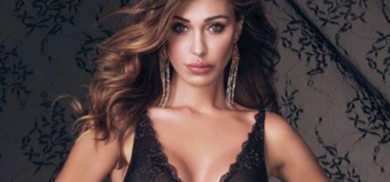 Belen Rodriguez, incidente hot: si apre la vestaglia e si vede tutto