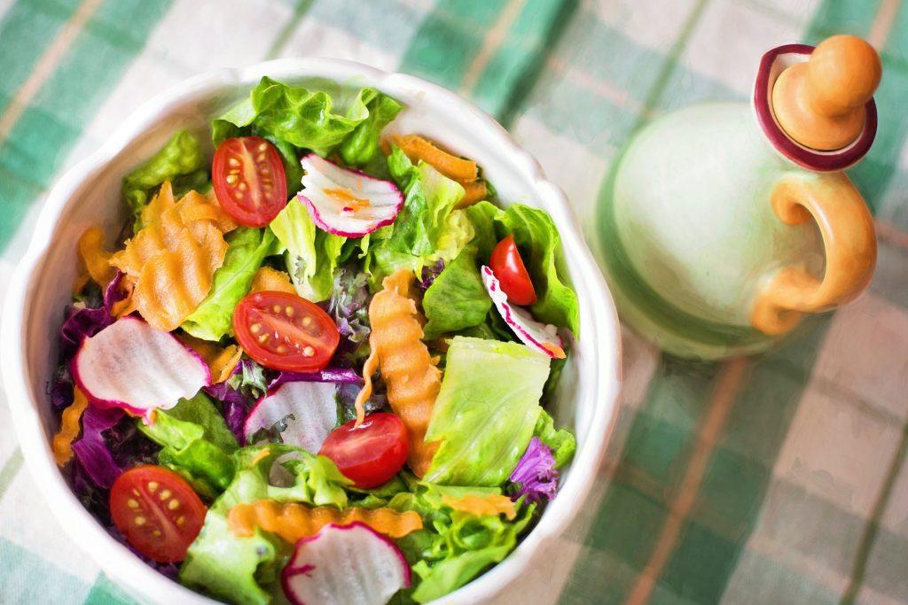 quanto peso puoi perdere con una dieta a base di insalata e acqua
