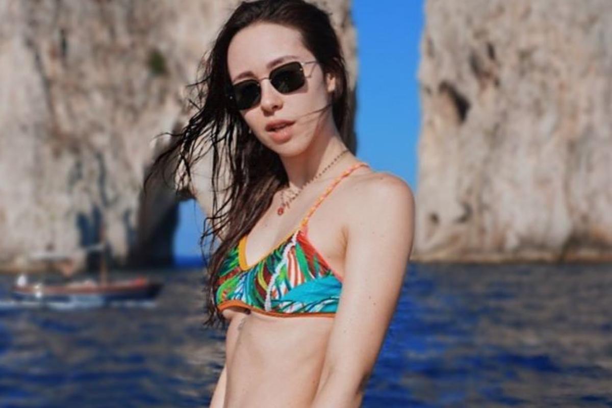 Aurora Ramazzotti, massaggio sexy al lato b: fans impazziti