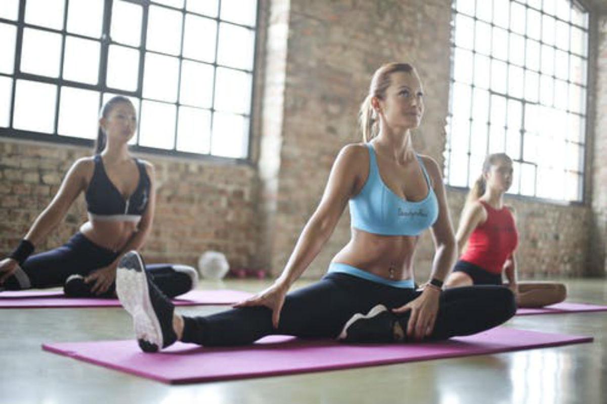 Abbigliamento yoga, i trend dell'anno   Donne Magazine