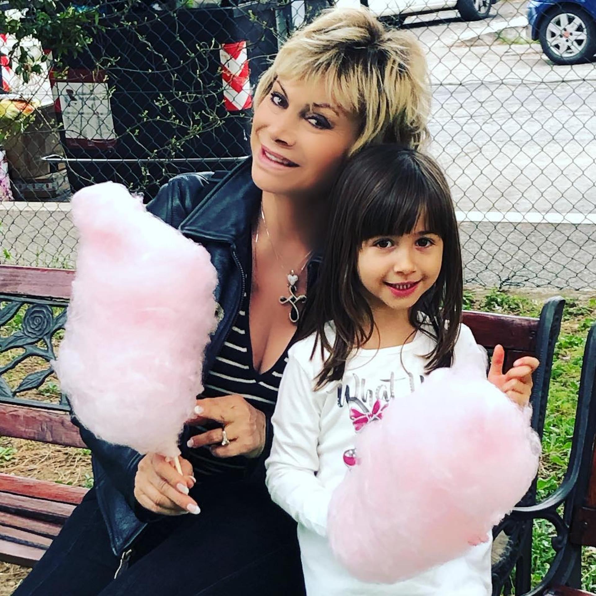 Carmen Russo e la figlia Maria 1