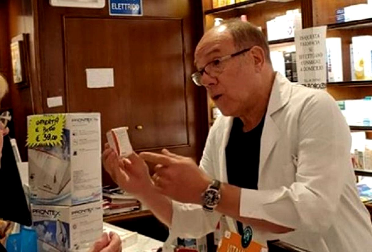 Carlo Verdone farmacia