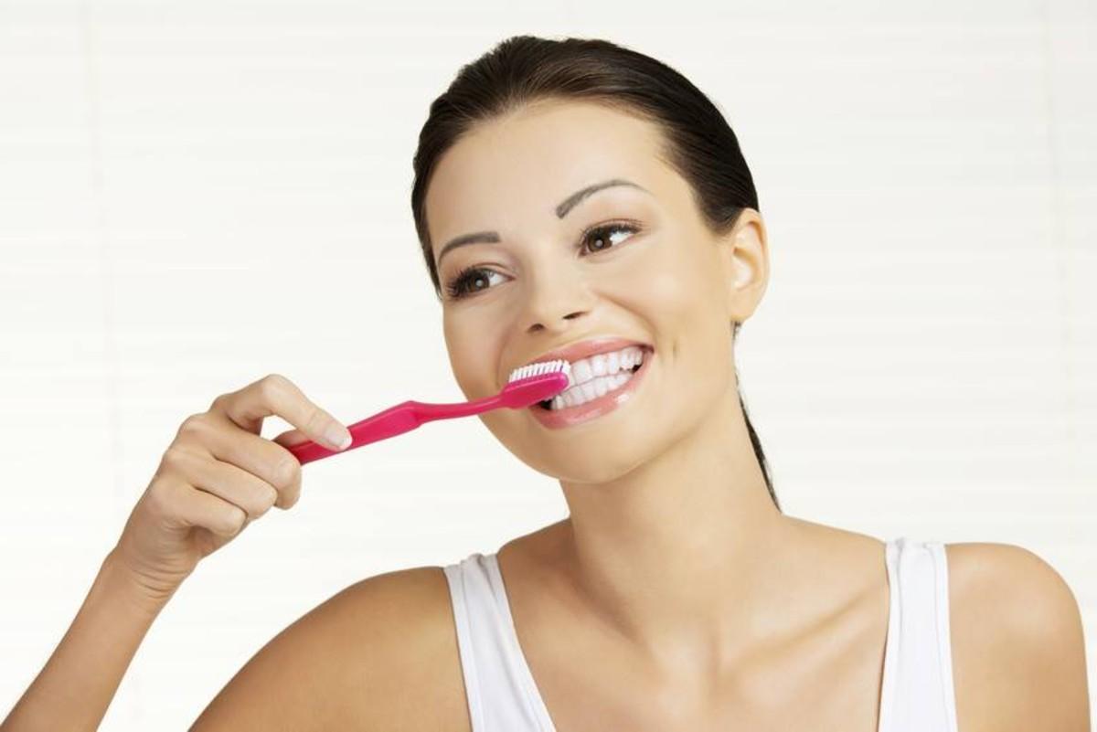 come togliere il tartaro dai denti