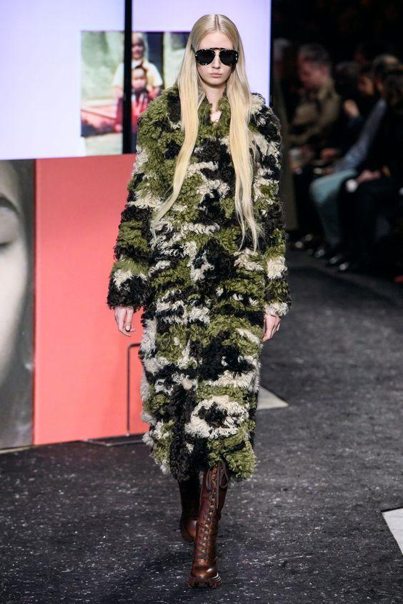 Sfilata Miu miu 2019 2020, camouflage coat