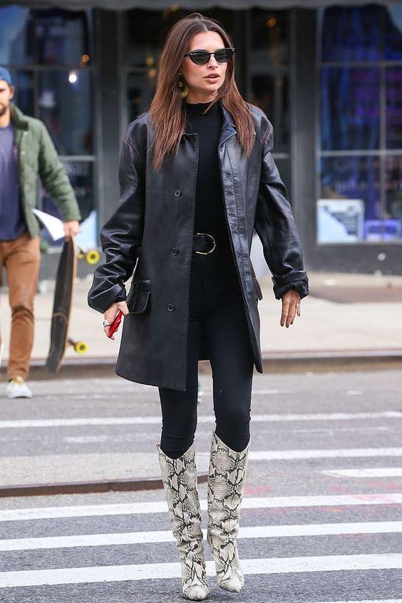 Emily con stivali pitonati