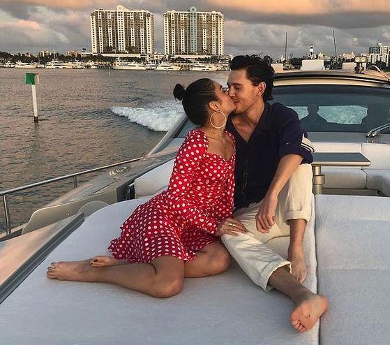 Vanessa Hudgens e boyfriend