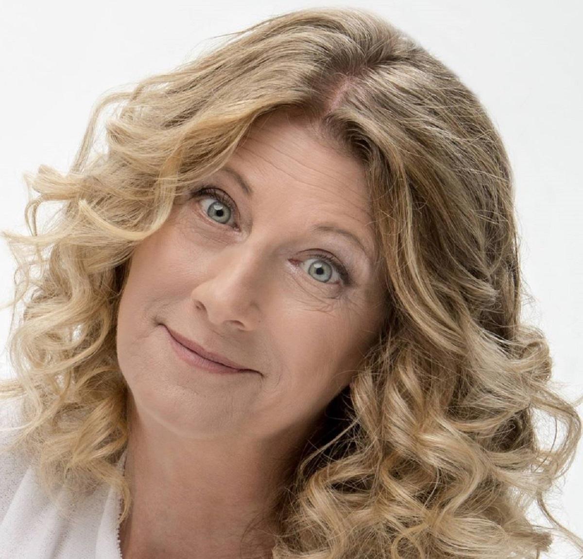 Chi è Angela Finocchiaro: tutto sulla comica italiana