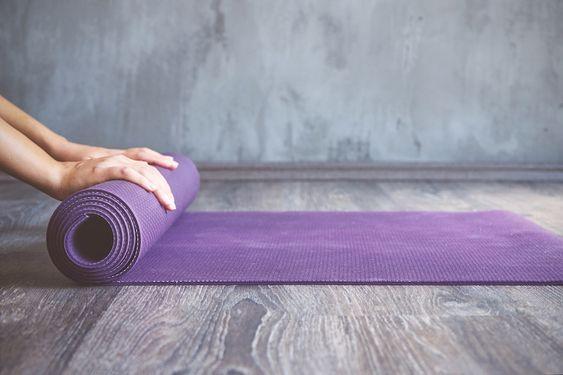 Come fare yoga a casa tappetino