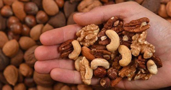 Cosa mangiare senza ingrassare: frutta secca