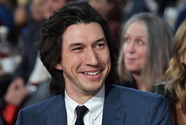 Adam Driver capelli lunghi