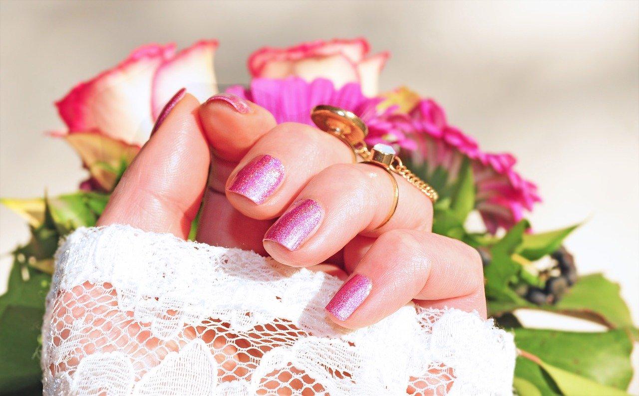Come igienizzare le unghe: metodi e consigli