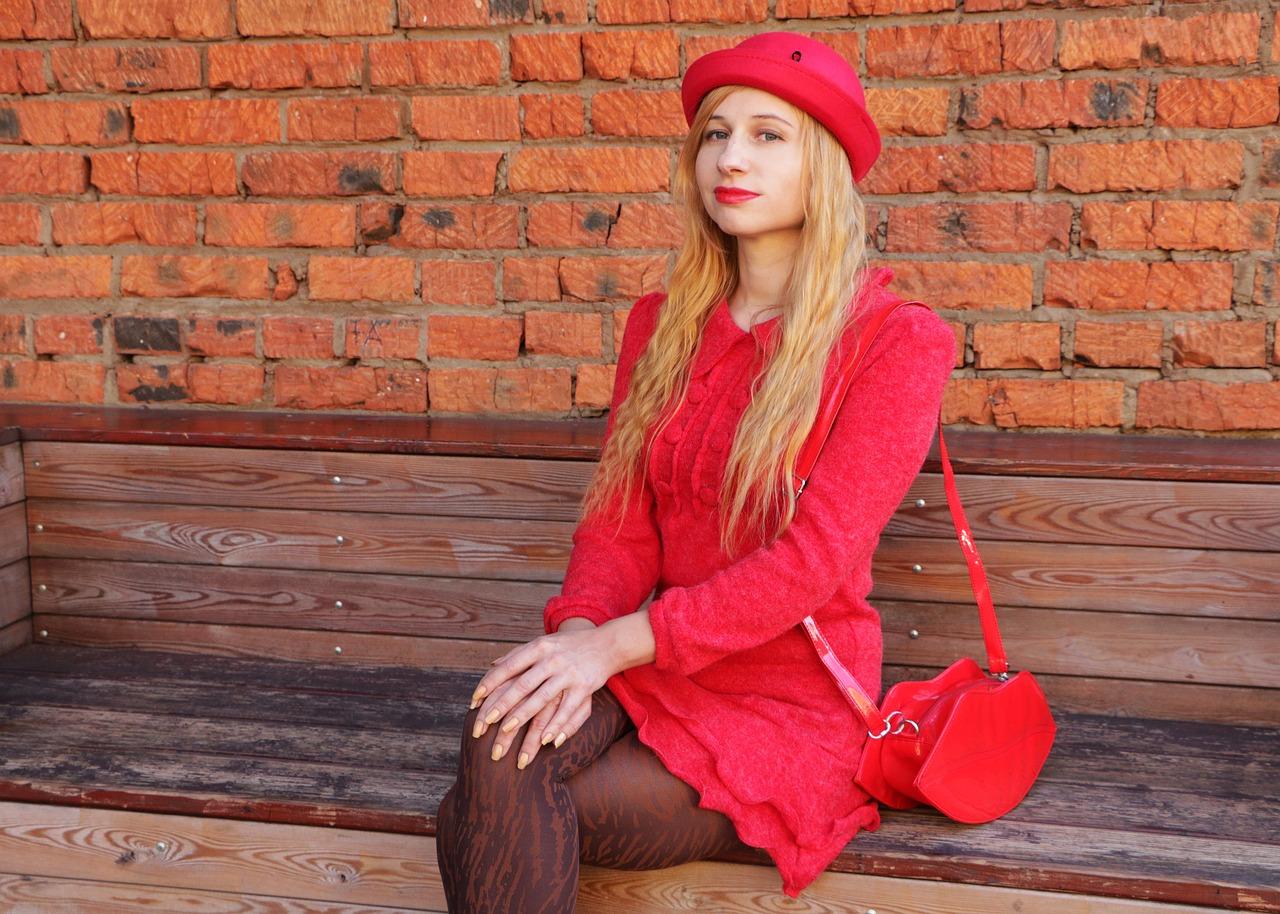 Pantone, il rosso è il colore dell'estate 2020