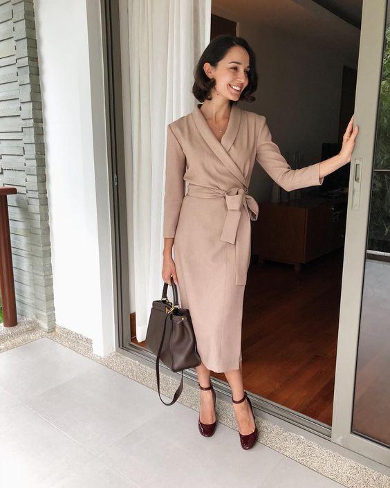come indossare un vestito a portafoglio ufficio
