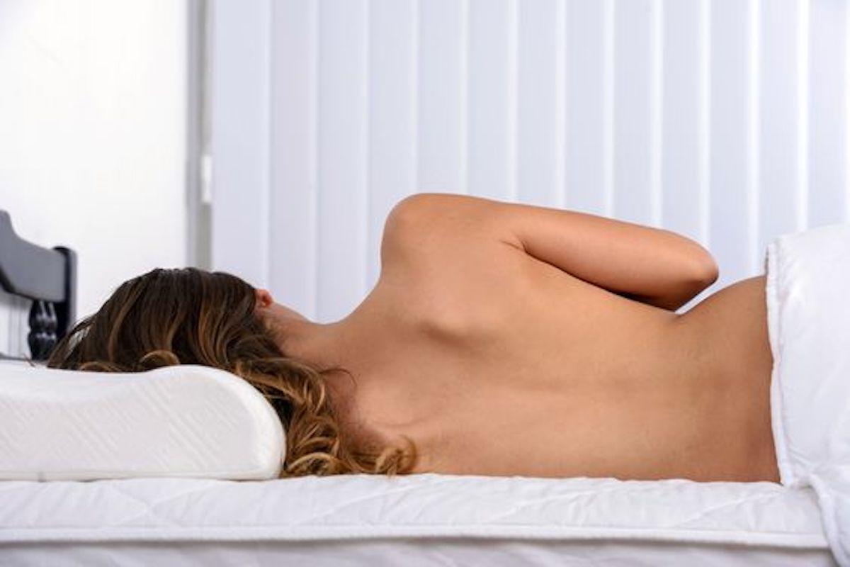 cosa succede quando dormiamo nudi