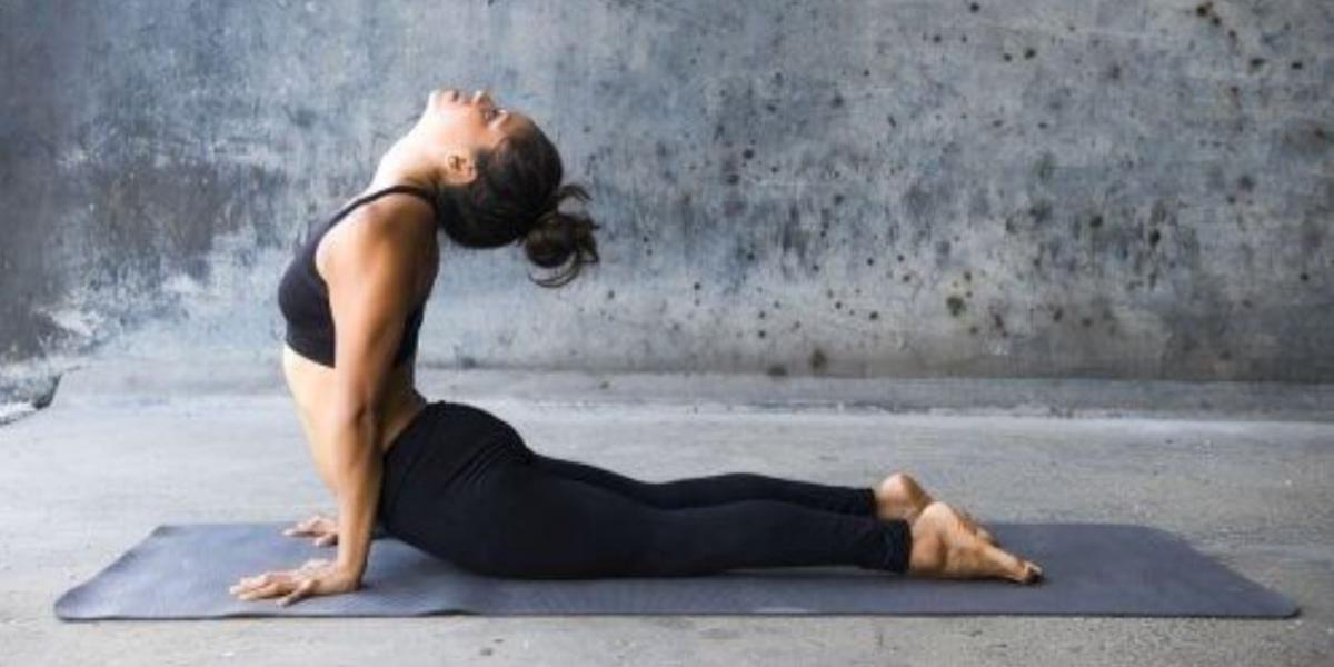 posizioni yoga ciclo mestruale