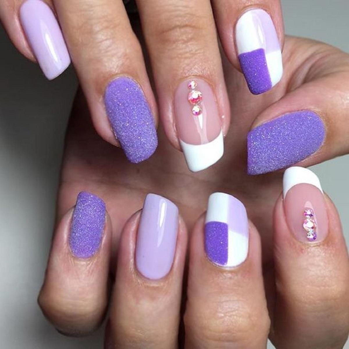 unghie a forma di rossetto