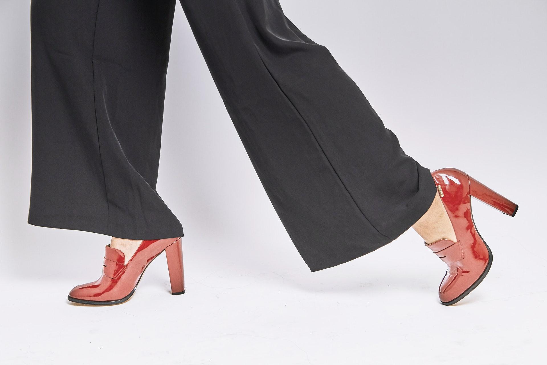 come allargare le scarpe strette fai da te