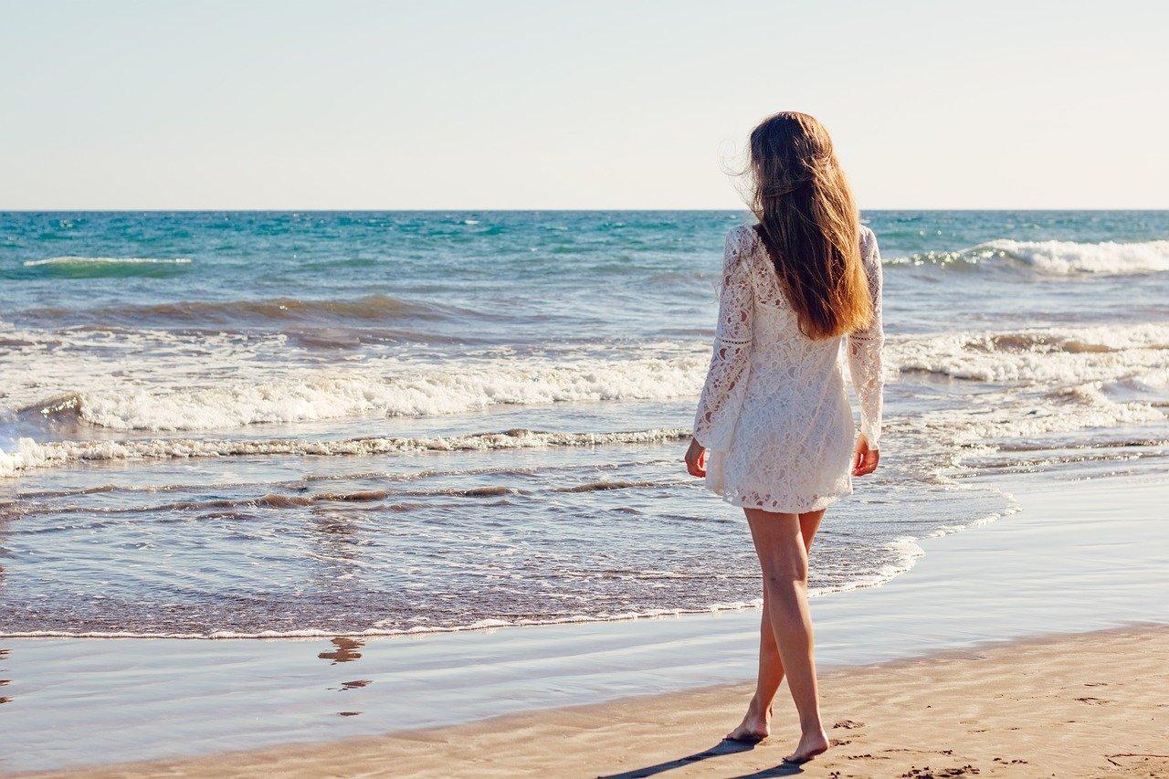 Tingere i capelli prima o dopo il mare: i consigli