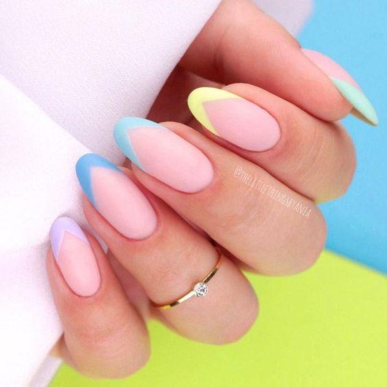 unghie estive semplici french colorata