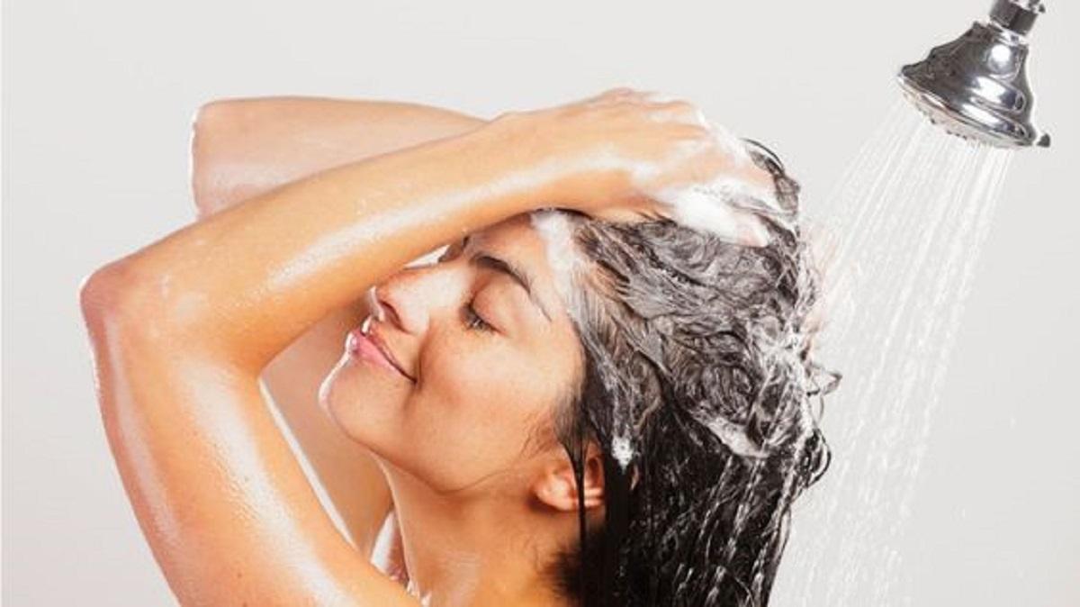 come lavare i capelli in modo corretto