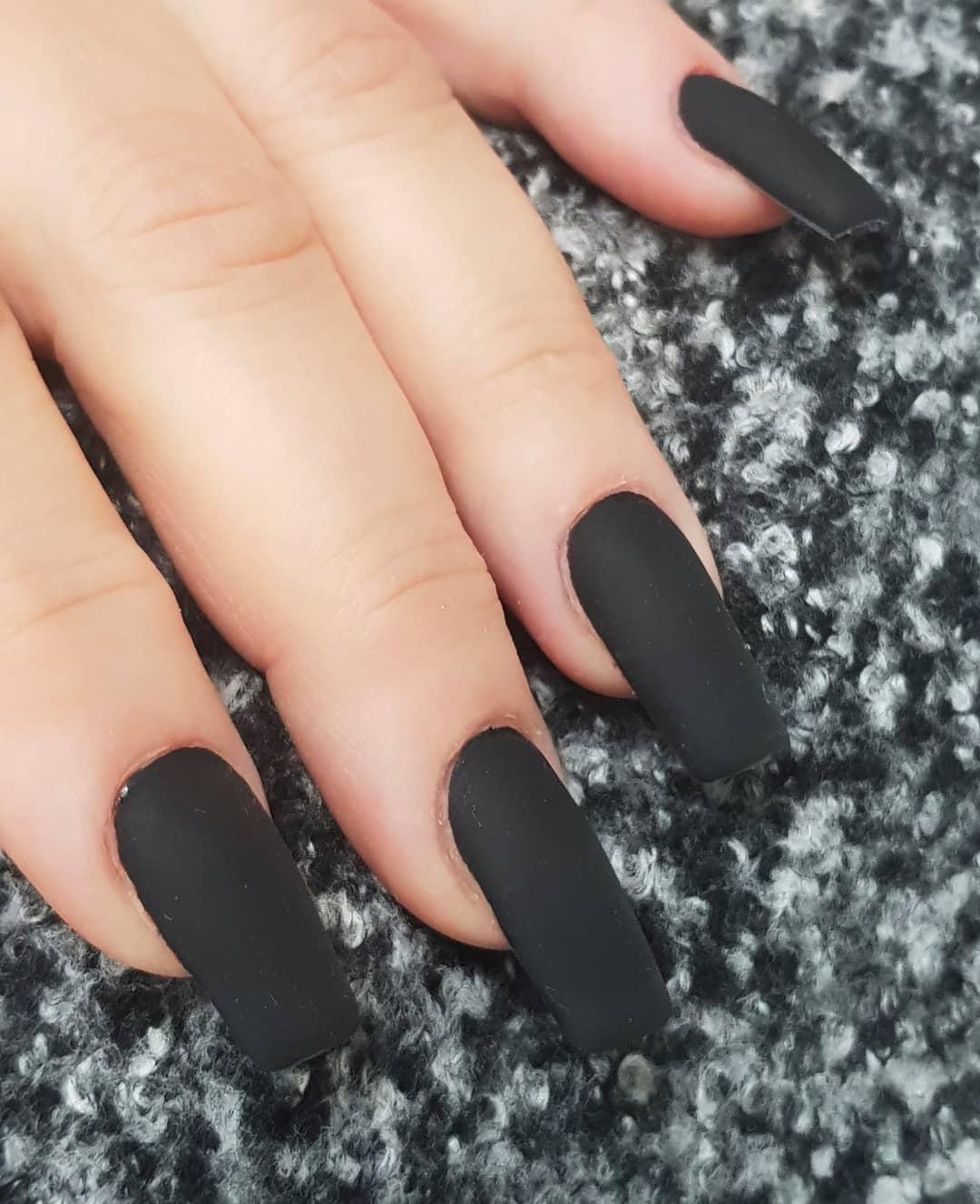 nail art black opaca