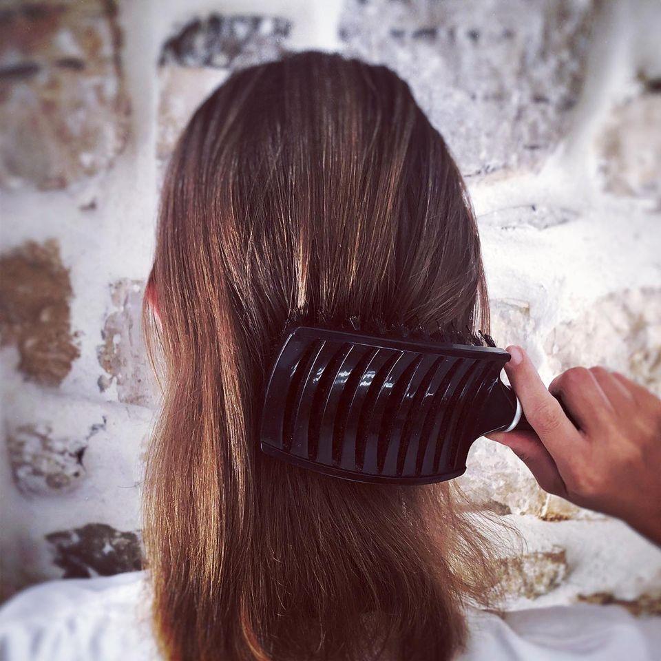 pettinare i capelli