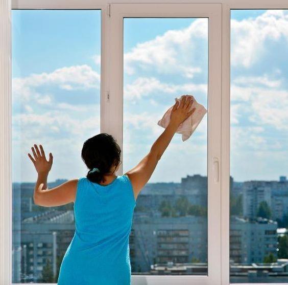 come pulire i vetri senza lasciare aloni
