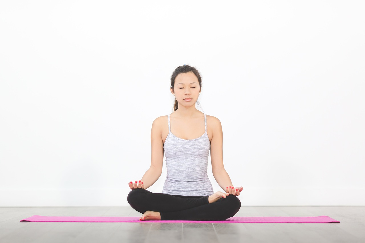 esercizi yoga per pavimento pelvico